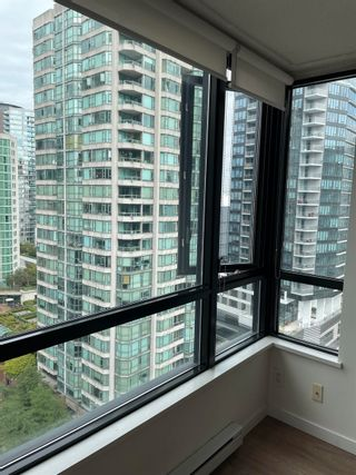 """Photo 6: 1801 909 MAINLAND Street in Vancouver: Yaletown Condo for sale in """"Yaletown Park 2"""" (Vancouver West)  : MLS®# R2625603"""