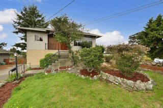 Photo 3: 2536 ASQUITH St in : Vi Oaklands House for sale (Victoria)  : MLS®# 883783