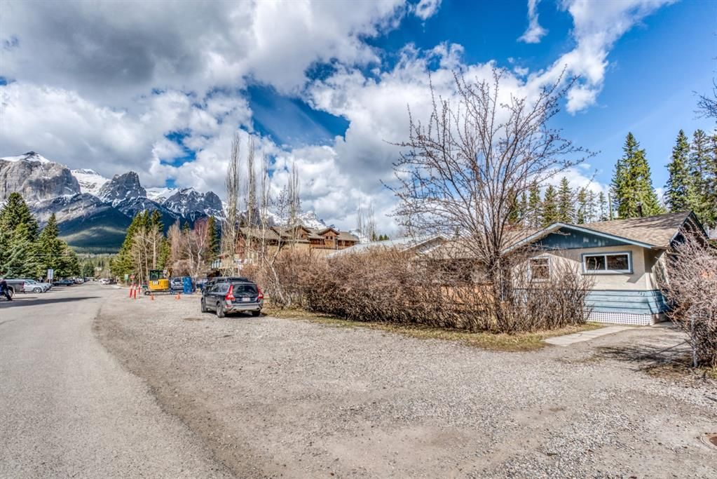 Main Photo: 522 4th Street: Canmore Detached for sale : MLS®# A1105487