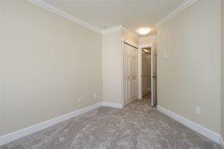 """Photo 13: 304 1459 BLACKWOOD Street: White Rock Condo for sale in """"CHARTWELL"""" (South Surrey White Rock)  : MLS®# R2393628"""