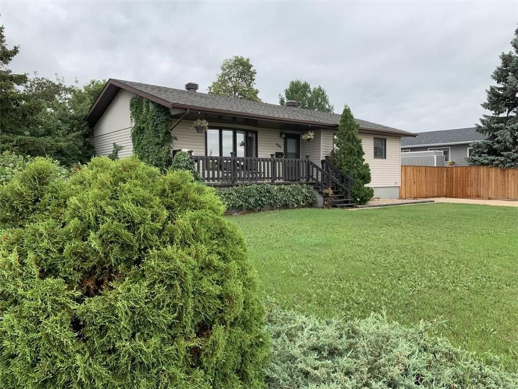 Main Photo: 805 8th Street Northwest in Portage La Prairie: Northwest - North of Tracks Residential for sale (P05 - NW - North of Tracks)  : MLS®# 202117025