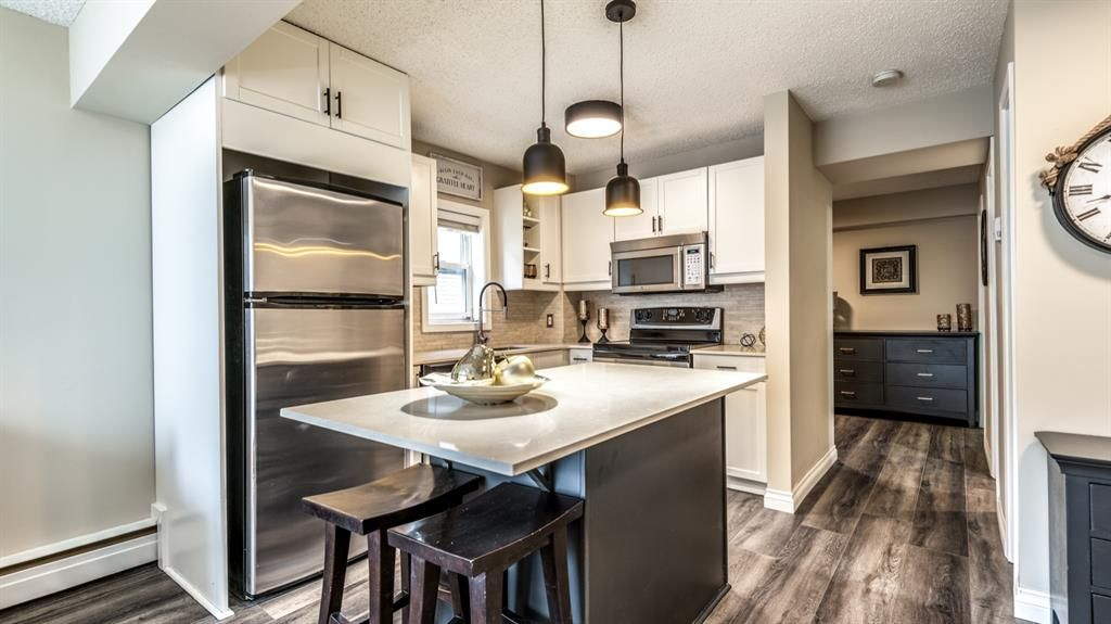 Main Photo: 301 1717 12 Street SW in Calgary: Lower Mount Royal Apartment for sale : MLS®# A1068665