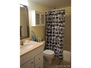 Photo 2: 109 545 Manchester Rd in VICTORIA: Vi Burnside Condo for sale (Victoria)  : MLS®# 672377