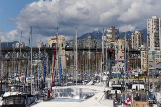 """Photo 22: 405 1490 PENNYFARTHING Drive in Vancouver: False Creek Condo for sale in """"Harbour Cove"""" (Vancouver West)  : MLS®# R2615809"""