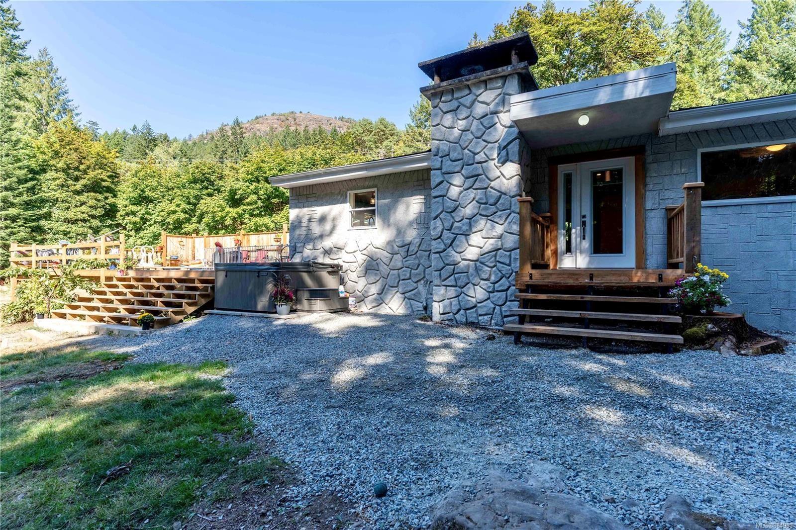 Main Photo: 1885 Verlon Rd in Shawnigan Lake: ML Shawnigan House for sale (Malahat & Area)  : MLS®# 884953