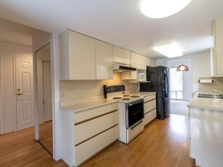 """Photo 7: 15 3220 ROSEMONT Drive in Vancouver: Champlain Heights Townhouse for sale in """"ASPENWOOD II"""" (Vancouver East)  : MLS®# R2566303"""