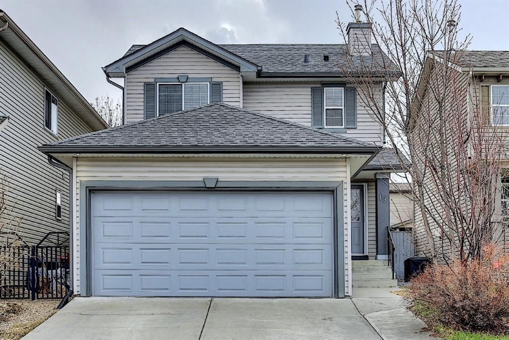 Main Photo: 19 Everridge Road SW in Calgary: Evergreen Detached for sale : MLS®# A1099032