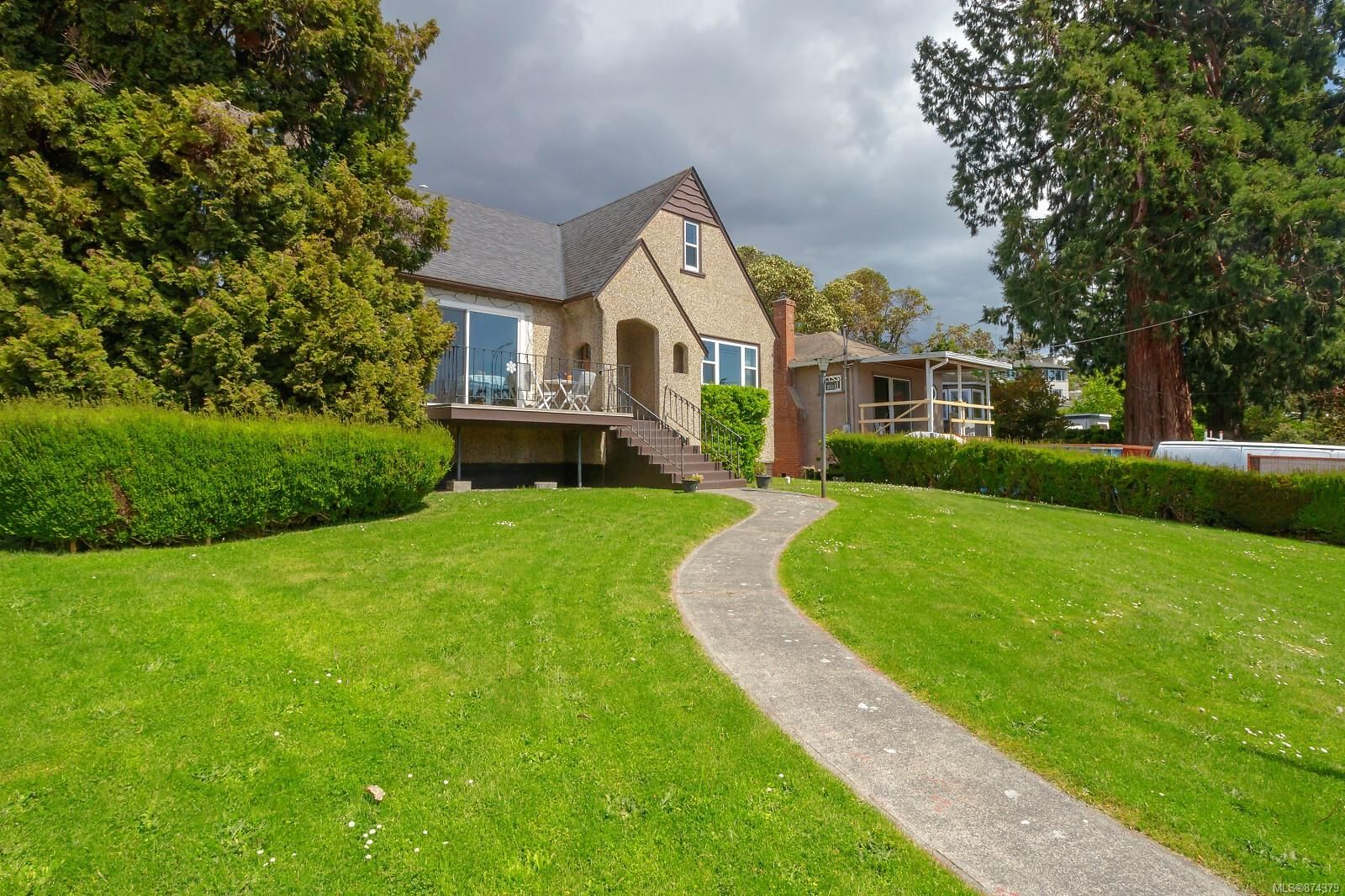 Main Photo: 398 W Gorge Rd in : SW Tillicum House for sale (Saanich West)  : MLS®# 874379