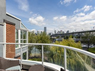 """Photo 18: 407 1551 MARINER Walk in Vancouver: False Creek Condo for sale in """"LAGOONS"""" (Vancouver West)  : MLS®# R2383720"""