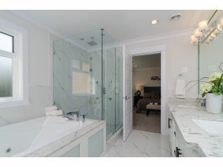 Photo 15: 4754 CAMBRIDGE Street in Burnaby: Capitol Hill BN House for sale (Burnaby North)  : MLS®# V1083736
