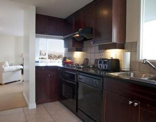 Photo 4: 1005 1383 MARINASIDE Crescent in Vancouver West: Home for sale : MLS®# V811578