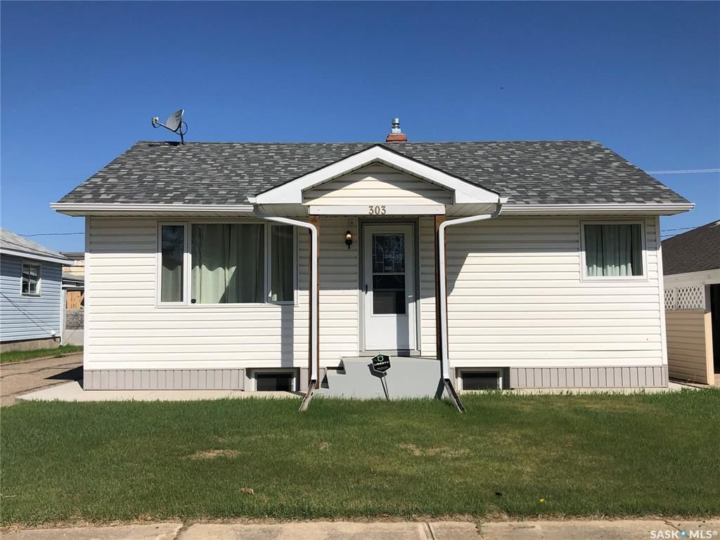 Main Photo: 303 Park Drive in Nipawin: Residential for sale : MLS®# SK855428