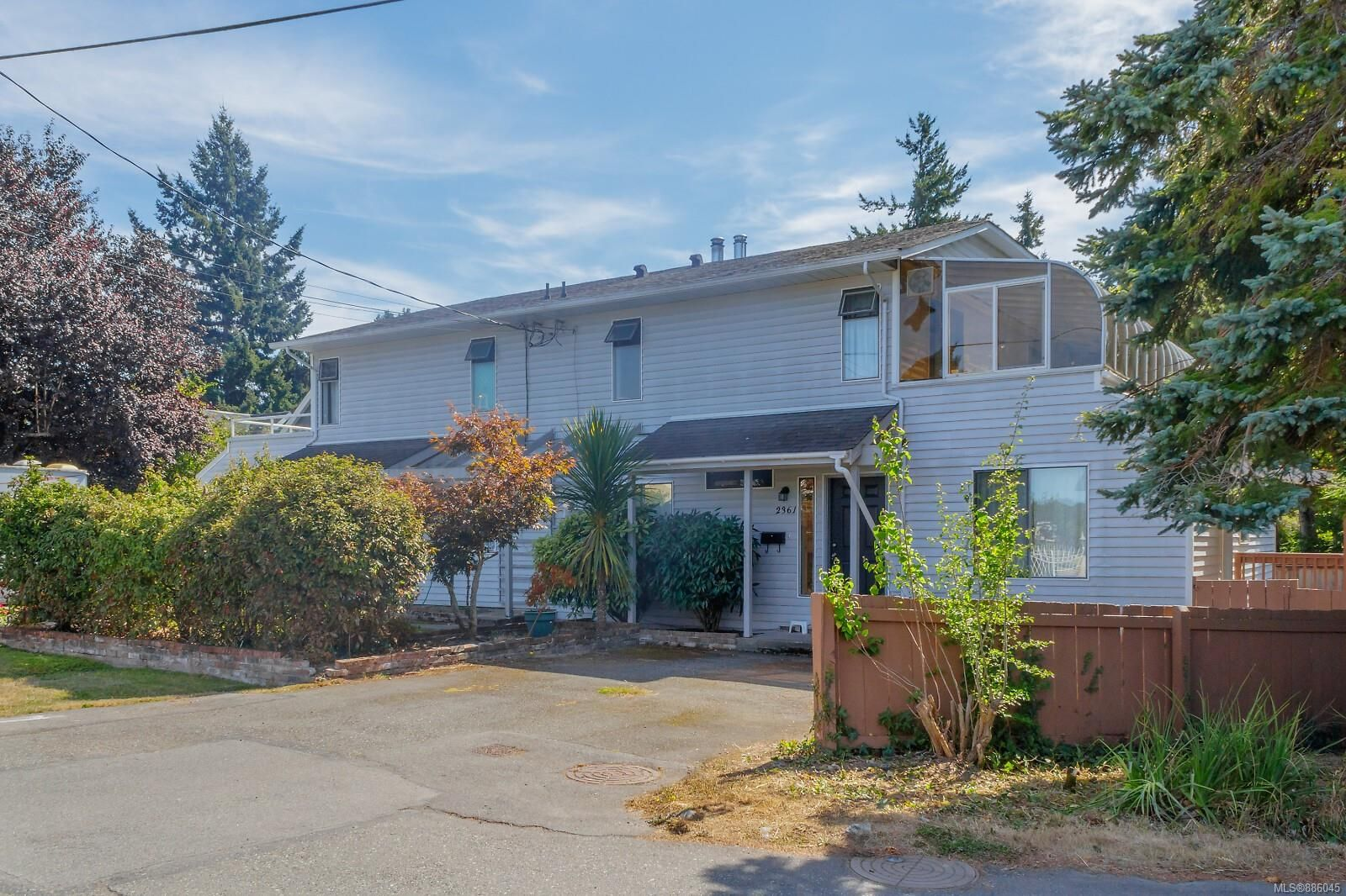 Main Photo: 2361 Amherst Ave in : Si Sidney North-East Half Duplex for sale (Sidney)  : MLS®# 886045