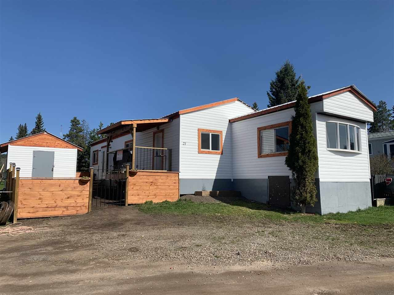 """Main Photo: 21 95 LAIDLAW Road in Smithers: Smithers - Rural Manufactured Home for sale in """"MOUNTAIN VIEW MOBILE HOME PARK"""" (Smithers And Area (Zone 54))  : MLS®# R2441463"""