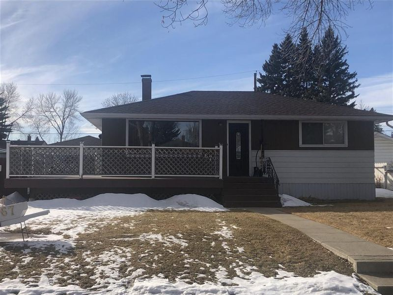 FEATURED LISTING: 67 LYNNDALE Road Southeast Calgary
