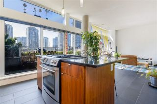 "Photo 5: 806 33 W PENDER Street in Vancouver: Downtown VW Condo for sale in ""33 Living"" (Vancouver West)  : MLS®# R2566180"