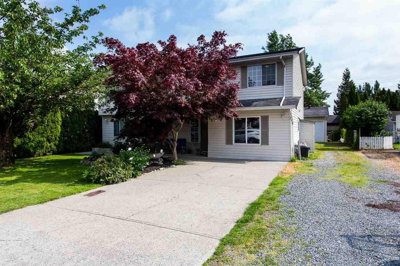 Main Photo: 34736 1ST Avenue in Abbotsford: Poplar House for sale : MLS®# R2391254