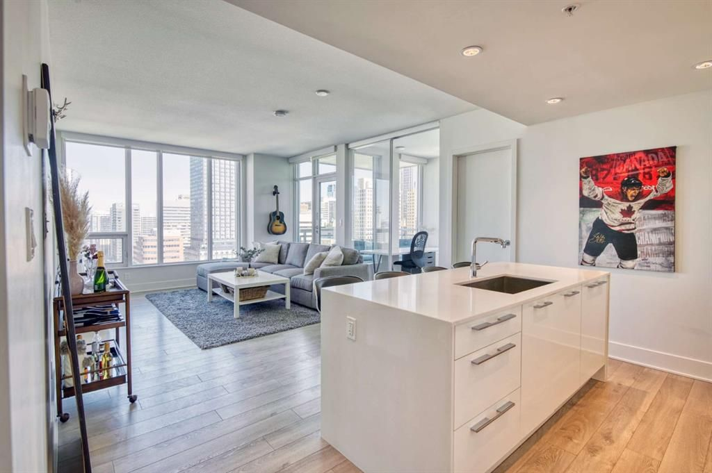 Main Photo: 1606 901 10 Avenue SW in Calgary: Beltline Apartment for sale : MLS®# A1093690