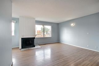Photo 4: 2 519 64 Avenue NE in Calgary: Thorncliffe Row/Townhouse for sale : MLS®# A1140749