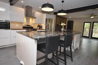 Photo 5: 3831 19 Street NW in Calgary: Charleswood Detached for sale : MLS®# A1123117