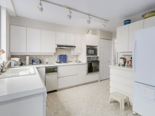 """Photo 17: 301 2189 W 42ND Avenue in Vancouver: Kerrisdale Condo for sale in """"GOVERNOR POINT"""" (Vancouver West)  : MLS®# R2098848"""
