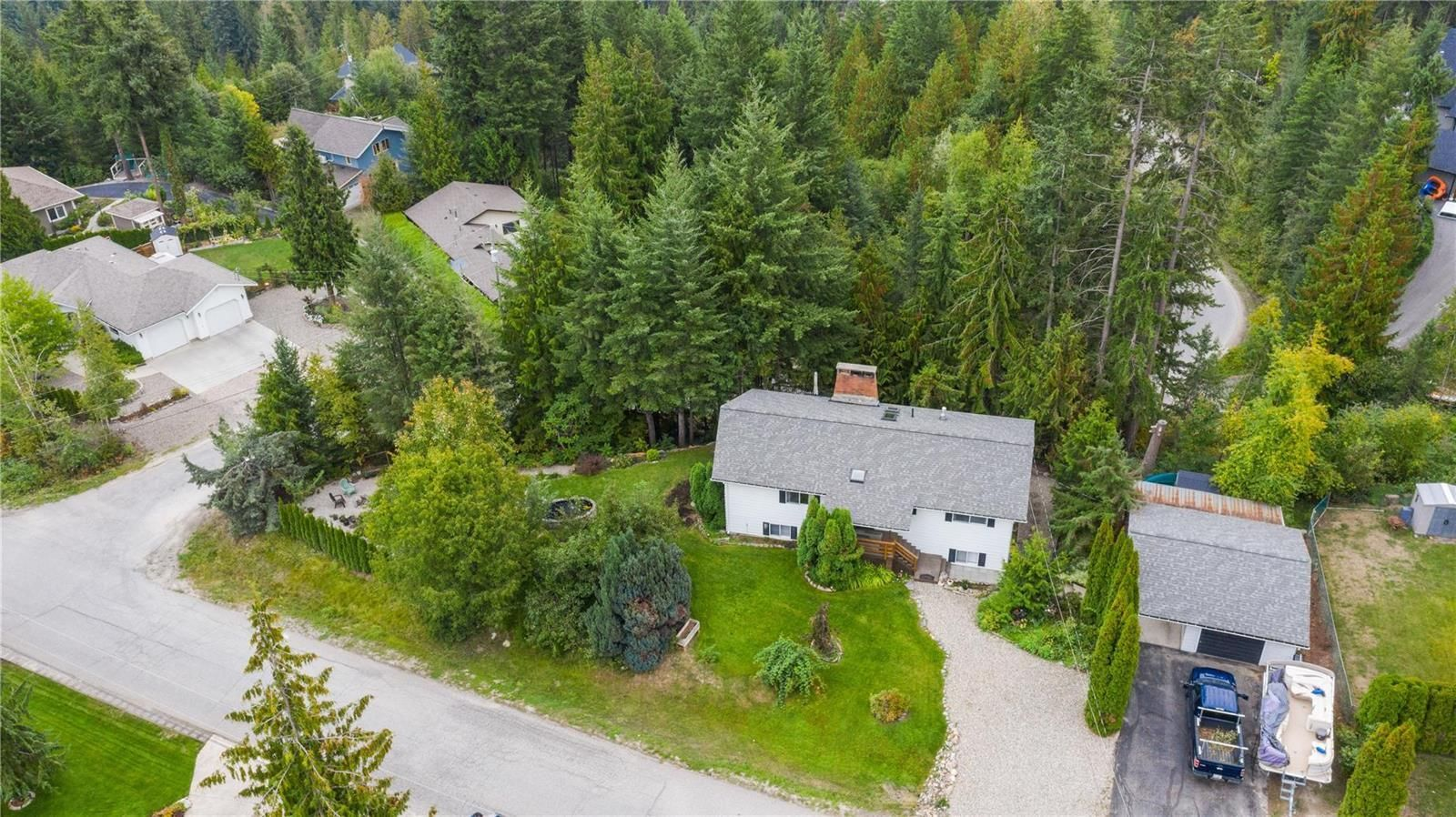 Main Photo: 2384 Forest Drive, in Blind Bay: House for sale : MLS®# 10240077