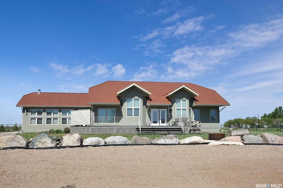 Main Photo: 400 Lakeshore Drive in Wee Too Beach: Residential for sale : MLS®# SK858460