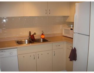 """Photo 4: 107 1465 COMOX Street in Vancouver: West End VW Condo for sale in """"BRIGHTON COURT"""" (Vancouver West)  : MLS®# V655109"""