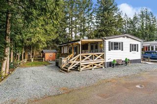 "Photo 1: 215 20071 24 Avenue in Langley: Brookswood Langley Manufactured Home for sale in ""Fernridge Park"" : MLS®# R2538356"