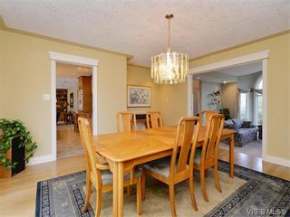 Photo 5: 917 Maltwood Terr in VICTORIA: SE Broadmead House for sale (Saanich East)  : MLS®# 751326