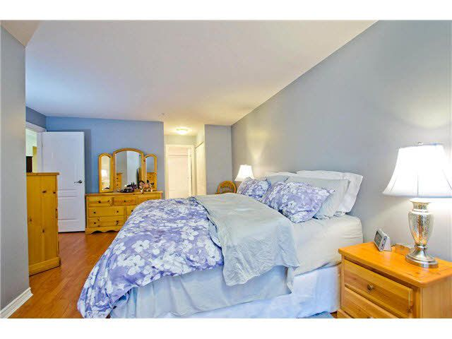 """Photo 9: Photos: 106 15272 20TH Avenue in Surrey: King George Corridor Condo for sale in """"Windsor Court"""" (South Surrey White Rock)  : MLS®# F1429895"""