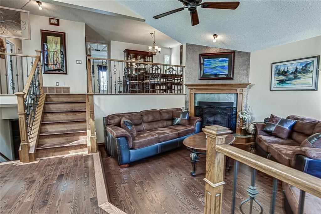 "Stunning 12'5""x8'11"" front foyer"