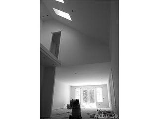 Photo 2: 142 St. Andrews St in VICTORIA: Vi James Bay Half Duplex for sale (Victoria)  : MLS®# 704091