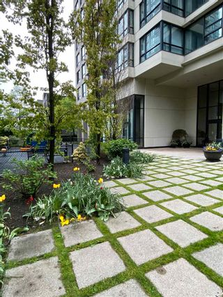 """Photo 3: 901 928 HOMER Street in Vancouver: Yaletown Condo for sale in """"YALETOWN PARK 1"""" (Vancouver West)  : MLS®# R2586722"""