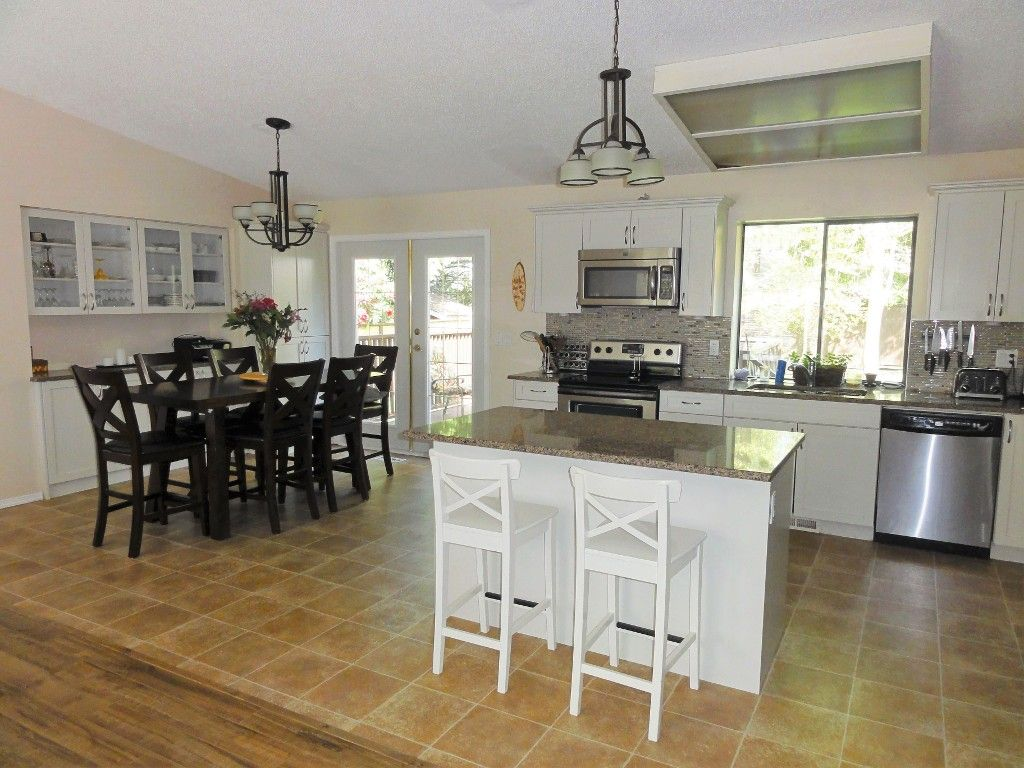 Photo 4: Photos: 14565 91A Avenue in Surrey: Bear Creek Green Timbers House for sale : MLS®# R2056870