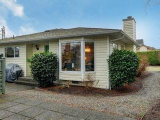 Photo 2: 9692 First St in Sidney: Si Sidney South-East Half Duplex for sale : MLS®# 864027