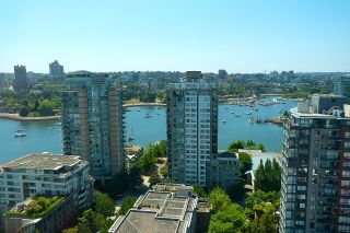 """Photo 5: 2701 1201 MARINASIDE Crescent in Vancouver: Yaletown Condo for sale in """"The Peninsula"""" (Vancouver West)  : MLS®# R2602027"""