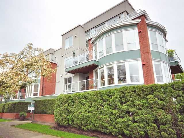 """Main Photo: 207 2288 W 12TH Avenue in Vancouver: Kitsilano Condo for sale in """"CONNAUGHT POINT"""" (Vancouver West)  : MLS®# V820109"""