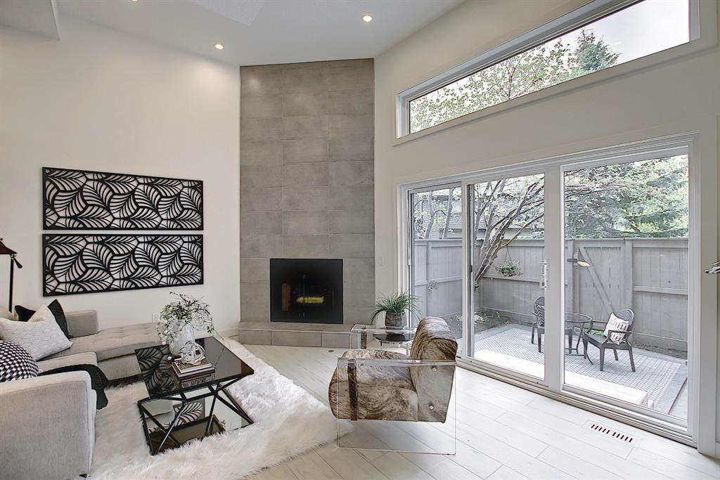 Main Photo: 64 Glamis Gardens SW in Calgary: Glamorgan Row/Townhouse for sale : MLS®# A1112302