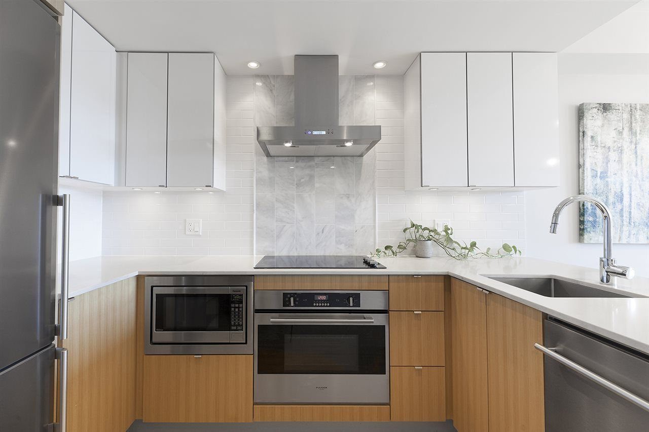 """Photo 2: Photos: 713 159 W 2ND Avenue in Vancouver: False Creek Condo for sale in """"TOWER GREEN"""" (Vancouver West)  : MLS®# R2326361"""