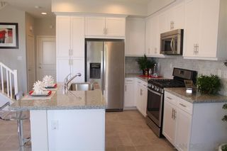 Photo 4: CHULA VISTA Townhouse for sale : 3 bedrooms : 2076 Tango Loop #4