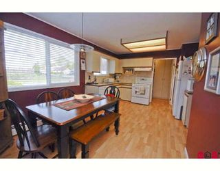 Photo 2: 4992 205A Street in Langley: Langley City House for sale : MLS®# F2811626