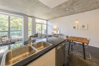 """Photo 5: 207 919 STATION Street in Vancouver: Mount Pleasant VE Condo for sale in """"Left Bank"""" (Vancouver East)  : MLS®# R2275486"""