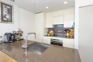 """Photo 4: 1805 161 W GEORGIA Street in Vancouver: Downtown VW Condo for sale in """"COSMO"""" (Vancouver West)  : MLS®# R2620825"""