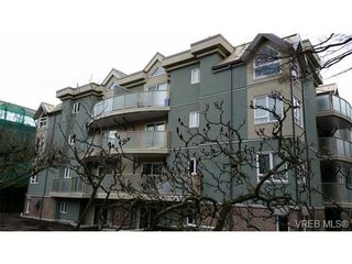 Photo 2: 403 2710 Grosvenor Rd in VICTORIA: Vi Oaklands Condo for sale (Victoria)  : MLS®# 717135