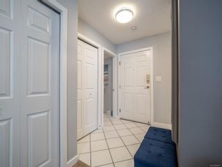 Photo 29: 102 1007 Caledonia Ave in : Vi Central Park Condo for sale (Victoria)  : MLS®# 885671