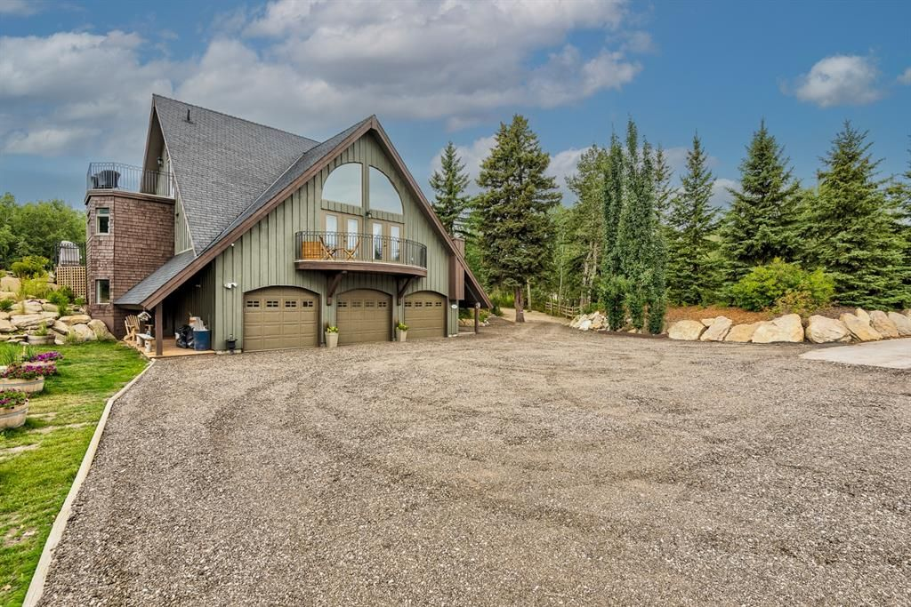 Main Photo: 25207 Bearspaw Place in Rural Rocky View County: Rural Rocky View MD Detached for sale : MLS®# A1138500