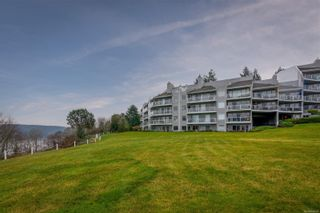Photo 1: 106 2560 Departure Bay Rd in : Na Departure Bay Condo for sale (Nanaimo)  : MLS®# 865691