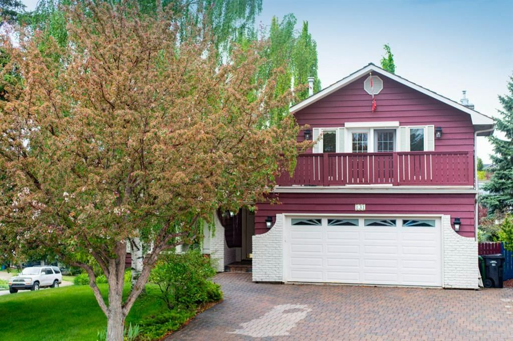 Main Photo: 131 Strathbury Bay SW in Calgary: Strathcona Park Detached for sale : MLS®# A1116863