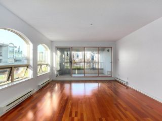 "Photo 7: 219 1869 SPYGLASS Place in Vancouver: False Creek Condo for sale in ""THE REGATTA"" (Vancouver West)  : MLS®# R2327588"